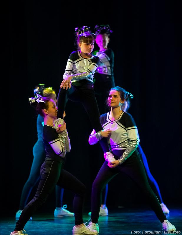 CheerCats uppvisning på dansens dag 2016 - Hedemora